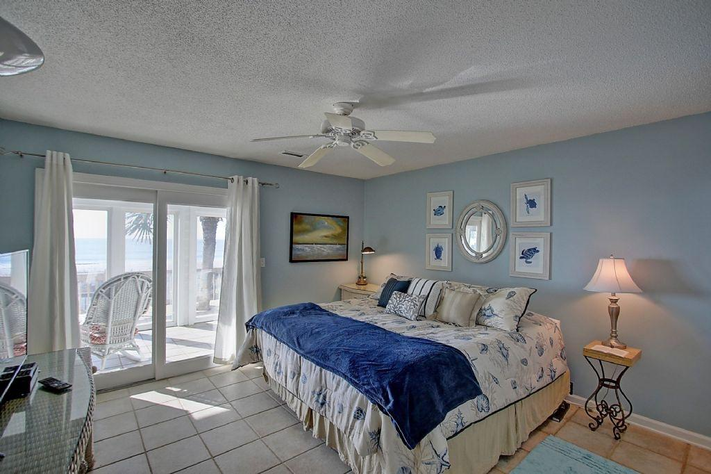 Oceanfront King Master Bedroom