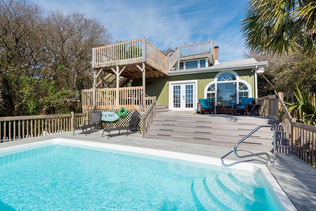 Private Pool & Lots of Deck Space