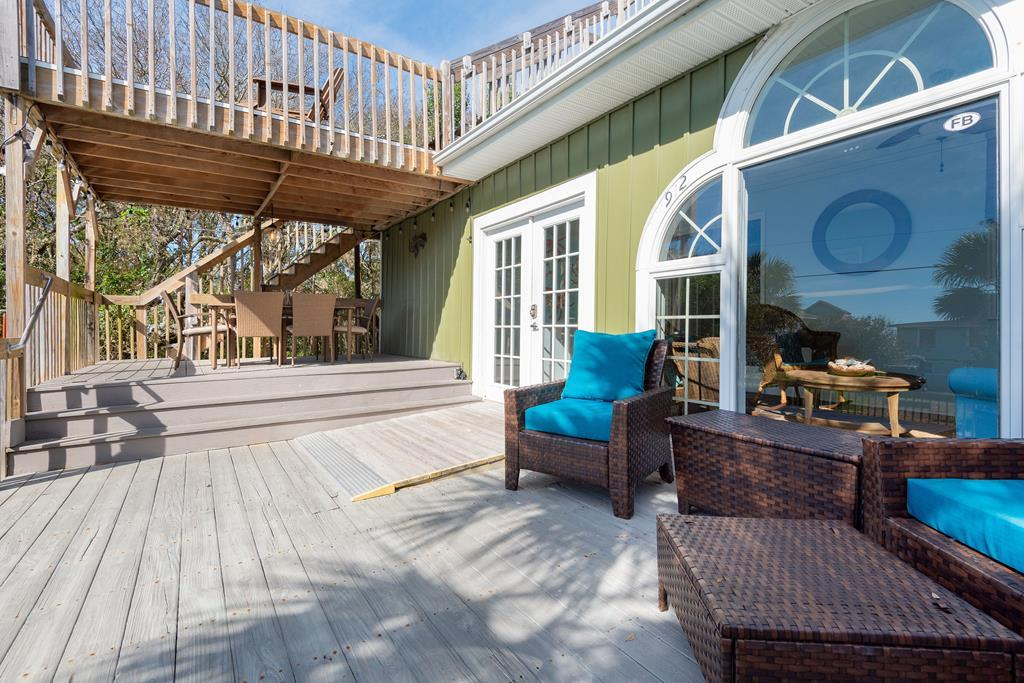 Pool Deck & Outdoor Dining