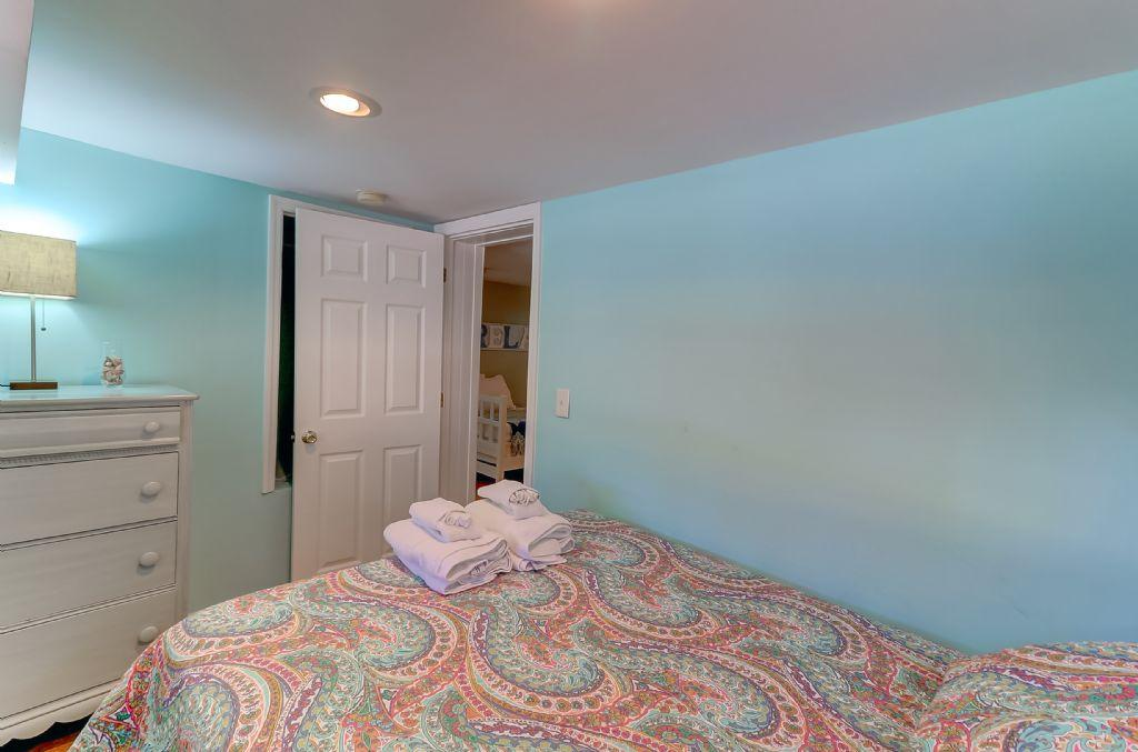 Ground Level Queen Bedroom 1 (2)