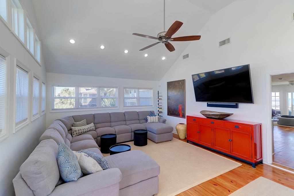 Living Room 2 with Large TV Street Side