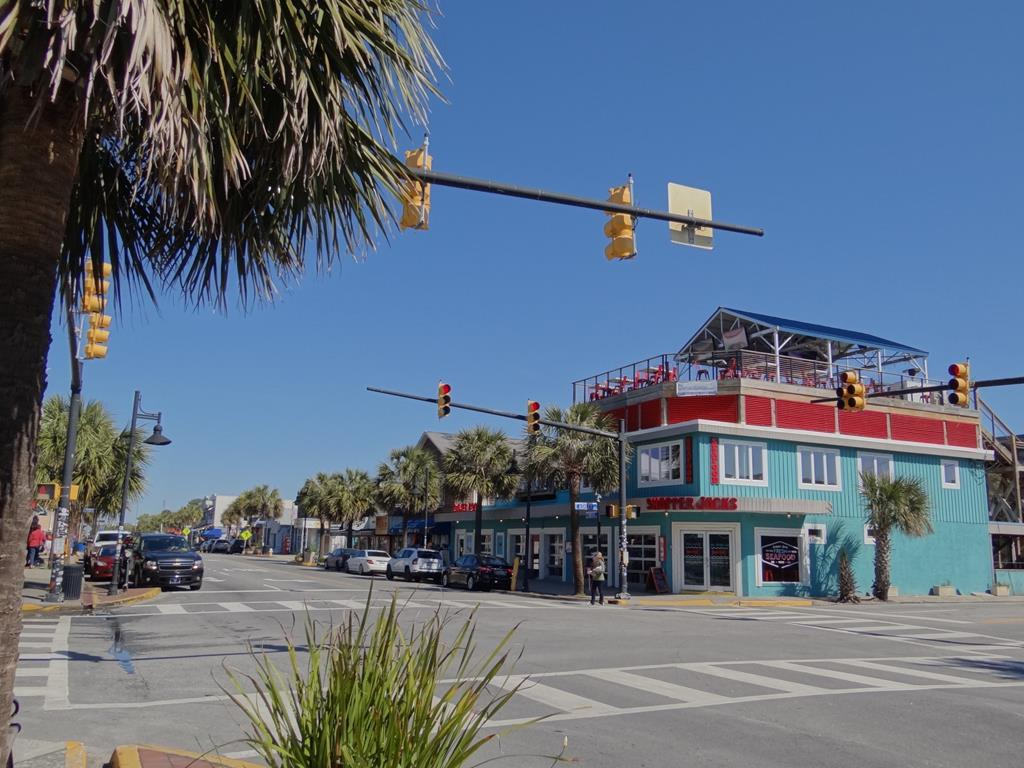1 Block to Downtown Folly Beach
