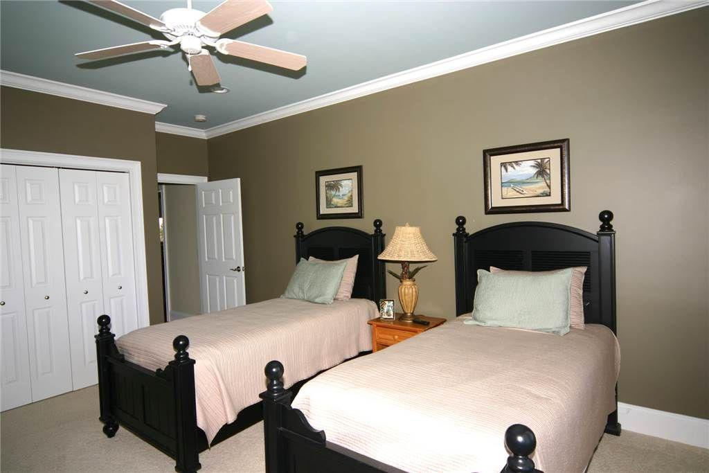 Bedroom 4 - Downstairs Twins