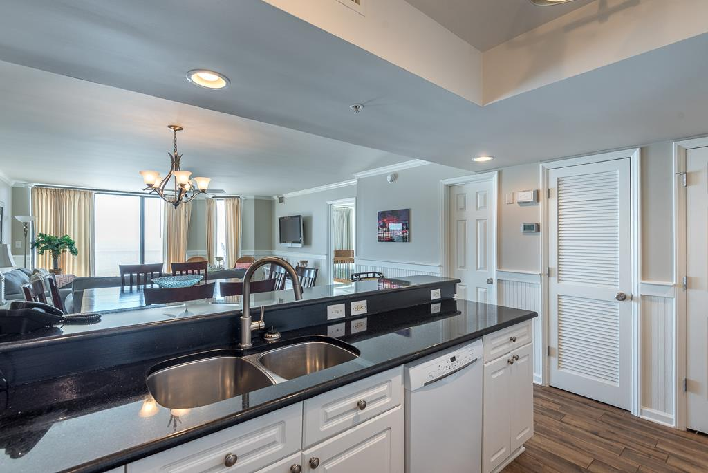 Chas. Oceanfront Villas 422 - A View to Remember   Photo 7