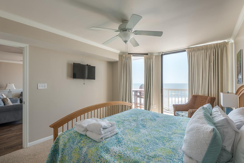 Chas. Oceanfront Villas 422 - A View to Remember   Photo 19