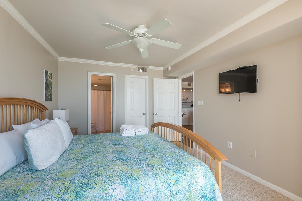 Chas. Oceanfront Villas 422 - A View to Remember   Photo 20
