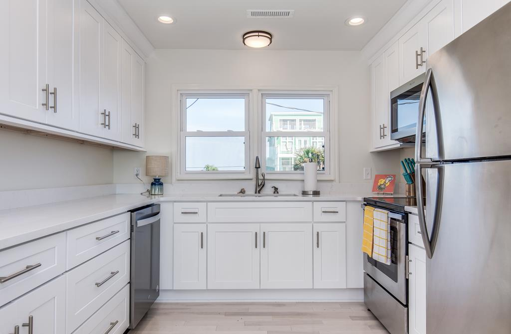 East Ashley Avenue 1573 - The Salty Dog | Photo 11