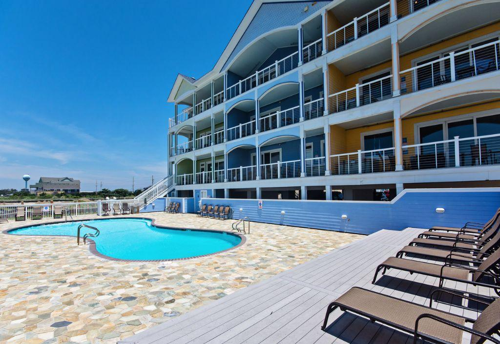 wv19-downwinder-waves-village-resort-sunsets-galore-resort-amenities-private-hot-tub-pool-sup