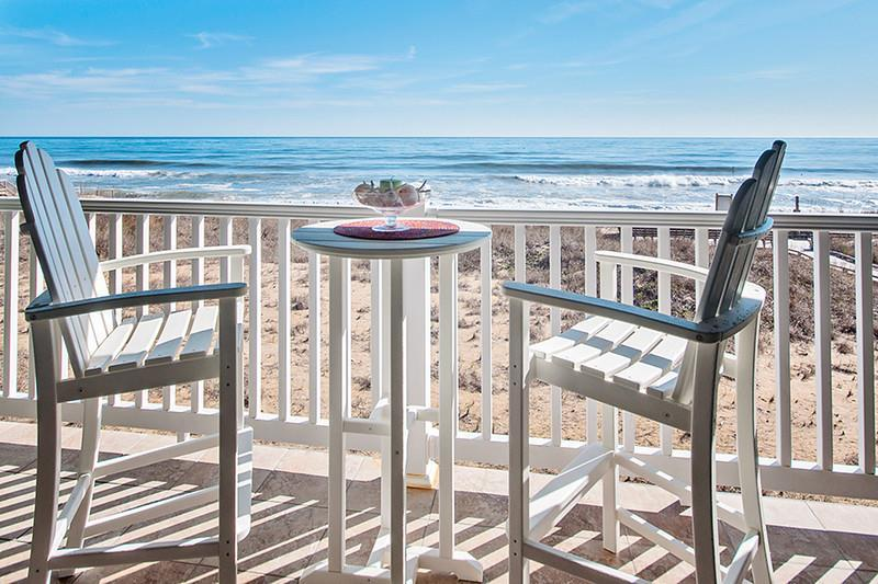 ffr209-beach-hideaway-oceanfront-private-hot-tub-on-balcony-first-flight-retreat