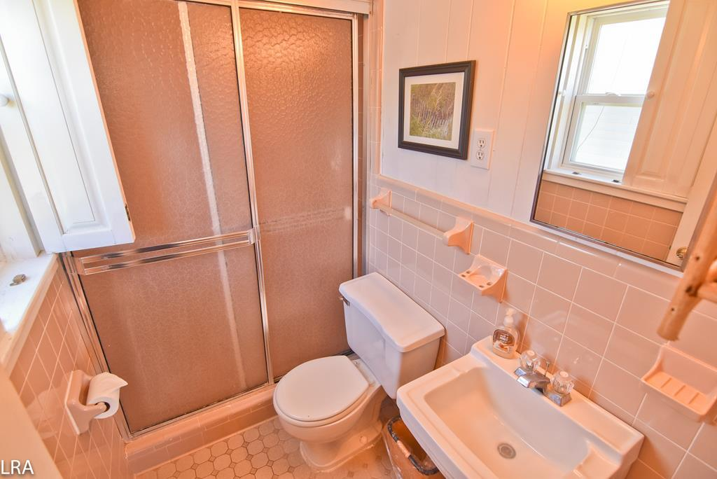 Private Bath off Double Bedroom - 2nd Floor