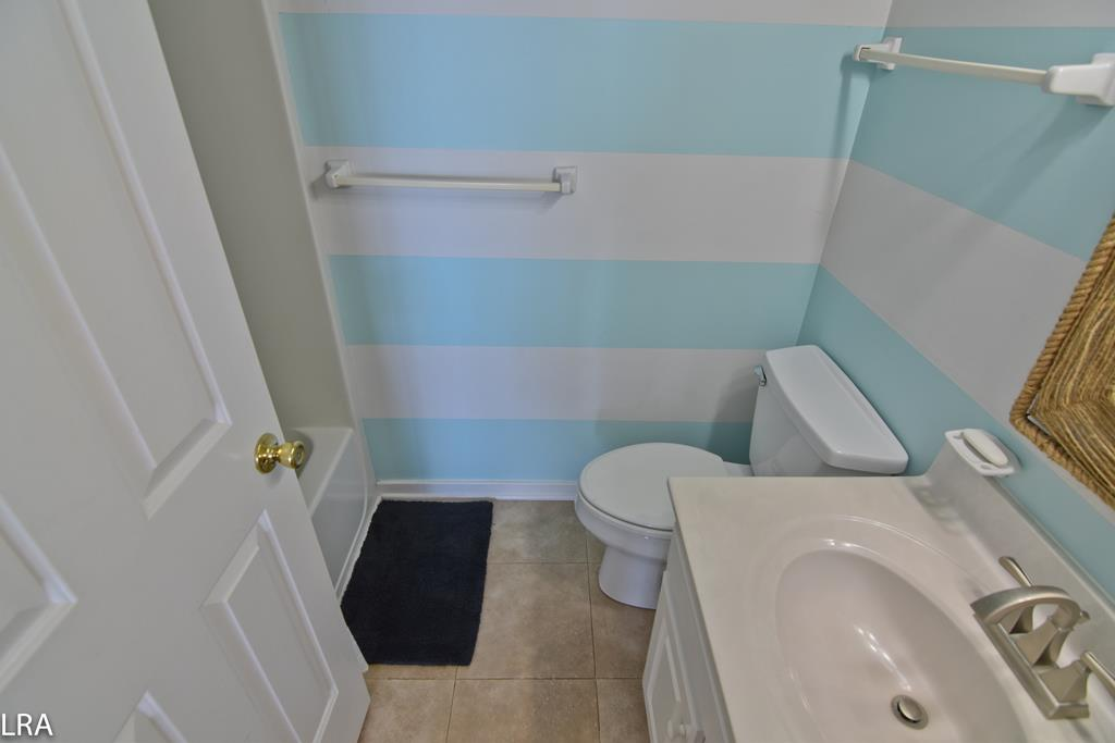 2F North Oceanfront Bedroom - Private Bathroom