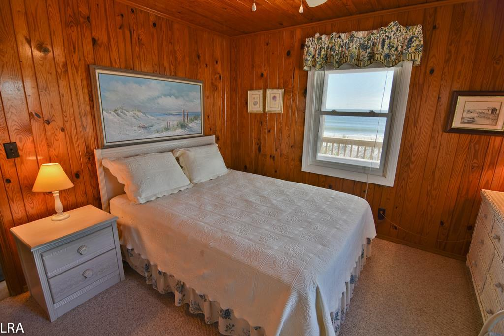 Bedroom 2 (ocean side)