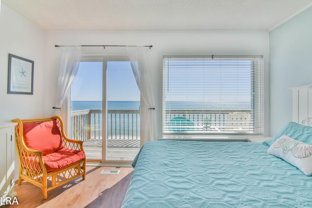 Master (Queen) Ocean Front Bedroom