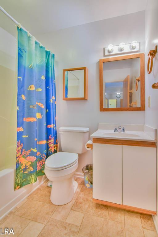 Master Bathroom (Attached to Queen BR)