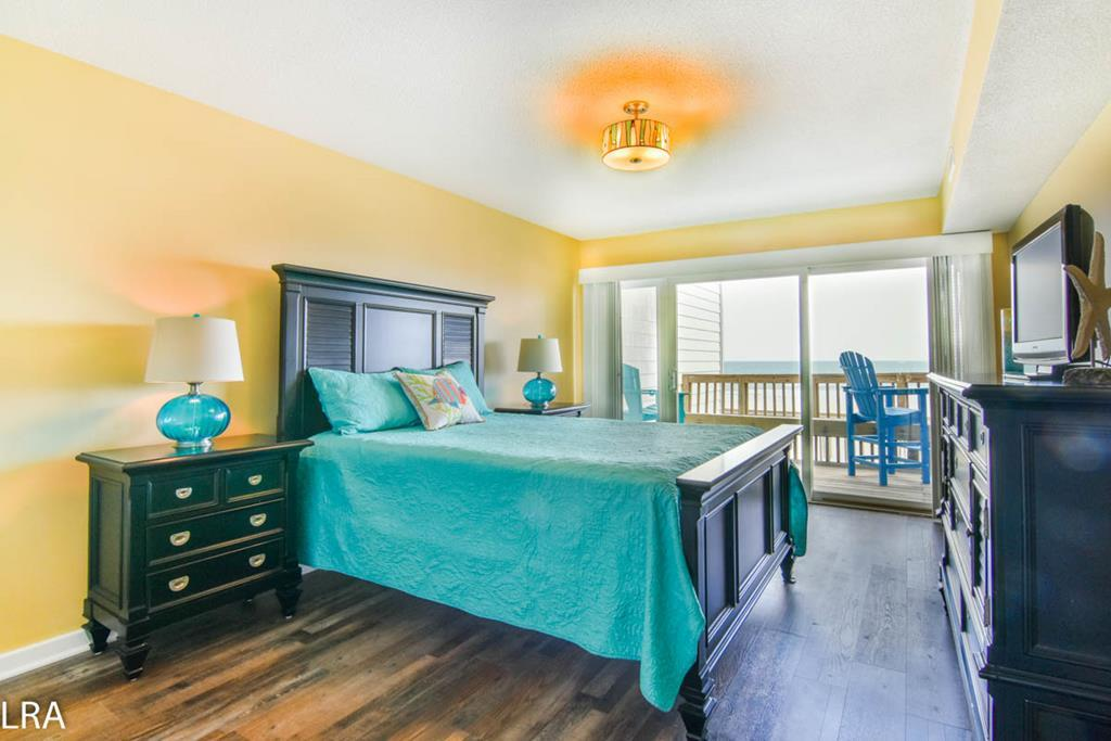 Ocean Front Master Bedroom (Queen)